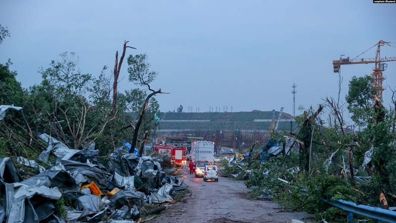 https: img.okezone.com content 2021 05 15 18 2410550 2-tornado-terjang-china-7-tewas-dan-200-terluka-OpDoJj7z3U.jpg