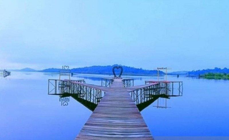 https: img.okezone.com content 2021 05 15 408 2410433 pesona-danau-laet-sanggau-dengan-12-gugusan-pulau-uyUMoldHI8.jpg