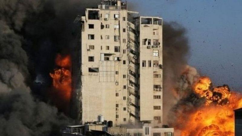 https: img.okezone.com content 2021 05 16 18 2410690 hancurkan-gedung-kantor-media-israel-klaim-tempat-penampungan-aset-militer-hamas-q21fzrLQWR.jpg