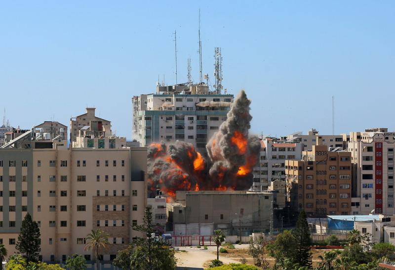 https: img.okezone.com content 2021 05 16 18 2410824 kantornya-dihantam-serangan-udara-al-jazeera-tuntut-pertanggung-jawaban-israel-tHLx01Fr4L.jpg