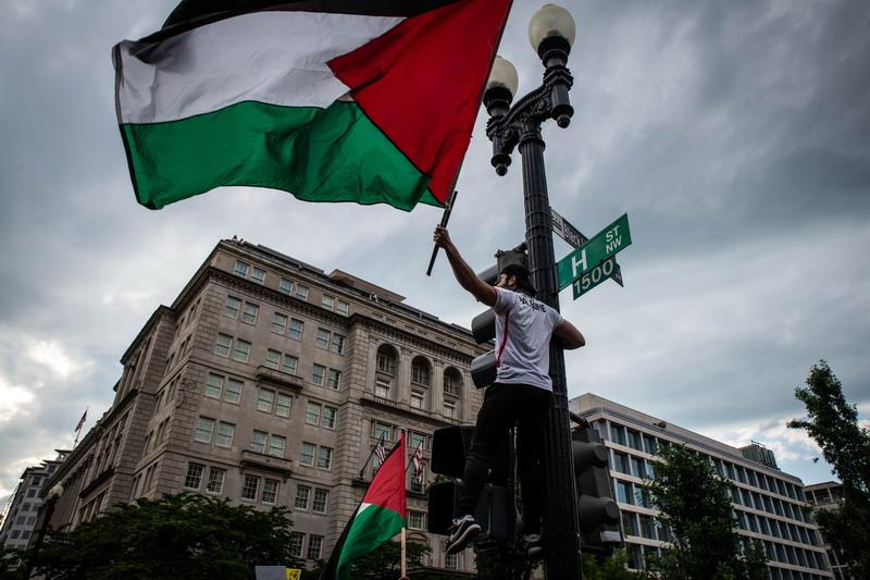 https: img.okezone.com content 2021 05 16 18 2410850 ribuan-warga-as-gelar-aksi-solidaritas-terhadap-palestina-gnlyFr9AJ9.jpg