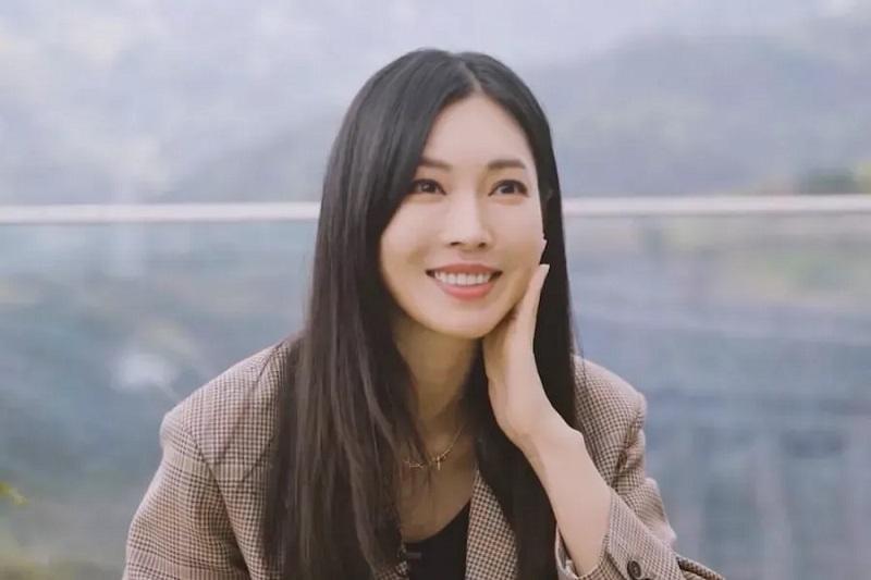 https: img.okezone.com content 2021 05 16 206 2410930 kim-so-yeon-beberkan-harapan-untuk-nasib-cheon-seo-jin-di-the-penthouse-3-bXTj6iJK60.jpg