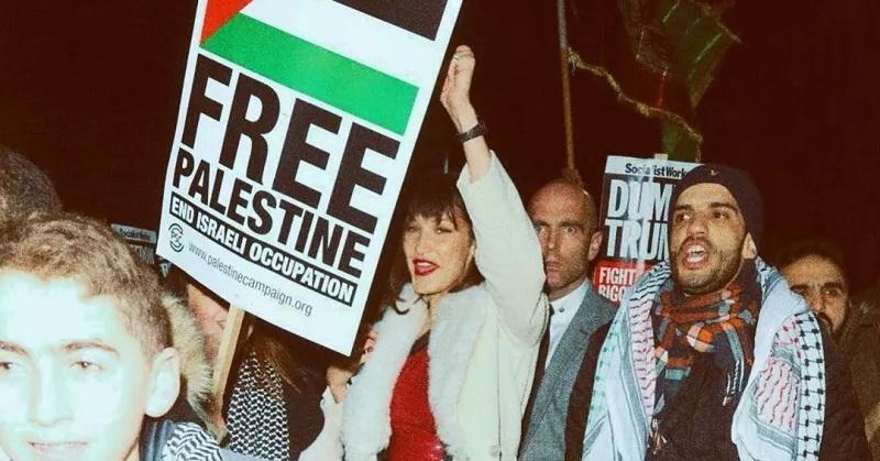 https: img.okezone.com content 2021 05 16 33 2410862 viral-bella-hadid-ikut-demo-dan-kibarkan-bendera-palestina-di-new-york-ywuwgkJu3T.jpg