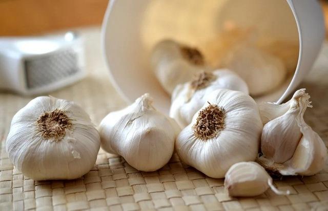 https: img.okezone.com content 2021 05 16 481 2410910 bawang-putih-ternyata-ampuh-turunkan-kolesterol-hingga-sehatkan-tulang-HZ7xNs9fyF.jpg
