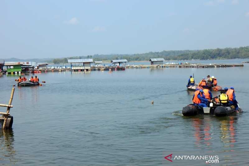 https: img.okezone.com content 2021 05 16 512 2410816 perahu-wisata-yang-tenggelam-di-kedung-ombo-melebihi-kapasitas-Ere88SO9Wj.jpg