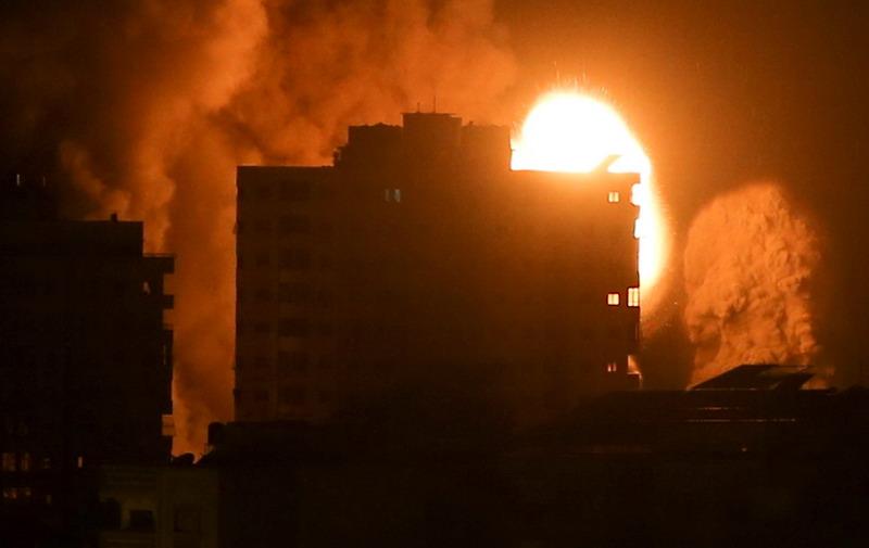 https: img.okezone.com content 2021 05 17 18 2411095 gaza-alami-hari-paling-berdarah-42-orang-tewas-akibat-serangan-israel-k1Oh6TMxFH.jpg