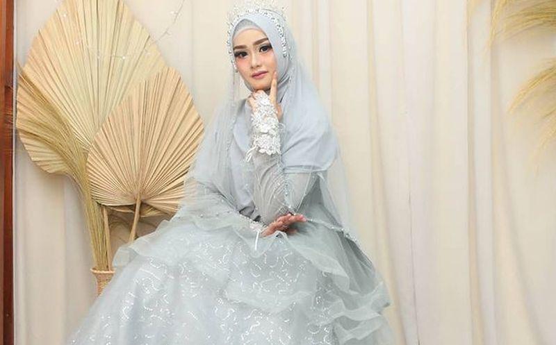 https: img.okezone.com content 2021 05 17 194 2411416 5-inspirasi-gaun-pengantin-berhijab-ala-korea-juga-ada-loh-itdTeWn1Rs.jpg