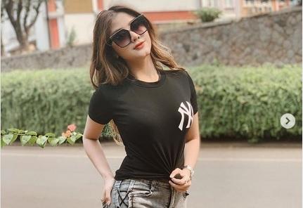 https: img.okezone.com content 2021 05 17 51 2411113 5-foto-seksi-ghea-youbi-busung-dada-cantik-mana-ketimbang-georgina-rodriguez-GhmJMSXXyq.jpg