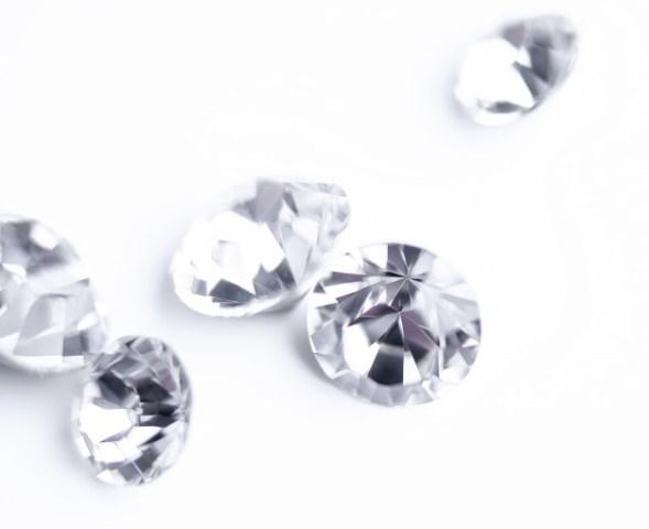 https: img.okezone.com content 2021 05 17 612 2411019 pecahkan-rekor-berlian-mirip-bunga-sakura-dilelang-rp542-miliar-1AYuUbo8kn.jpg