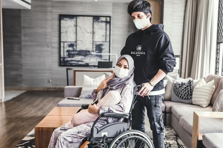 https: img.okezone.com content 2021 05 18 33 2411922 aurel-hermansyah-keguguran-netizen-introspeksi-penyakit-ain-itu-nyata-cs6F3k44Cg.jpg