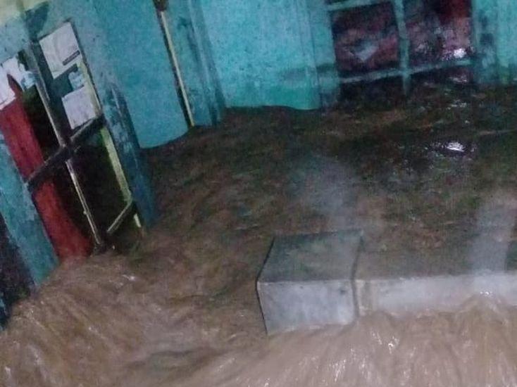 https: img.okezone.com content 2021 05 18 338 2411535 hujan-deras-rumah-warga-di-cigudeg-bogor-rusak-diterjang-banjir-x6mofjAUqt.jpg