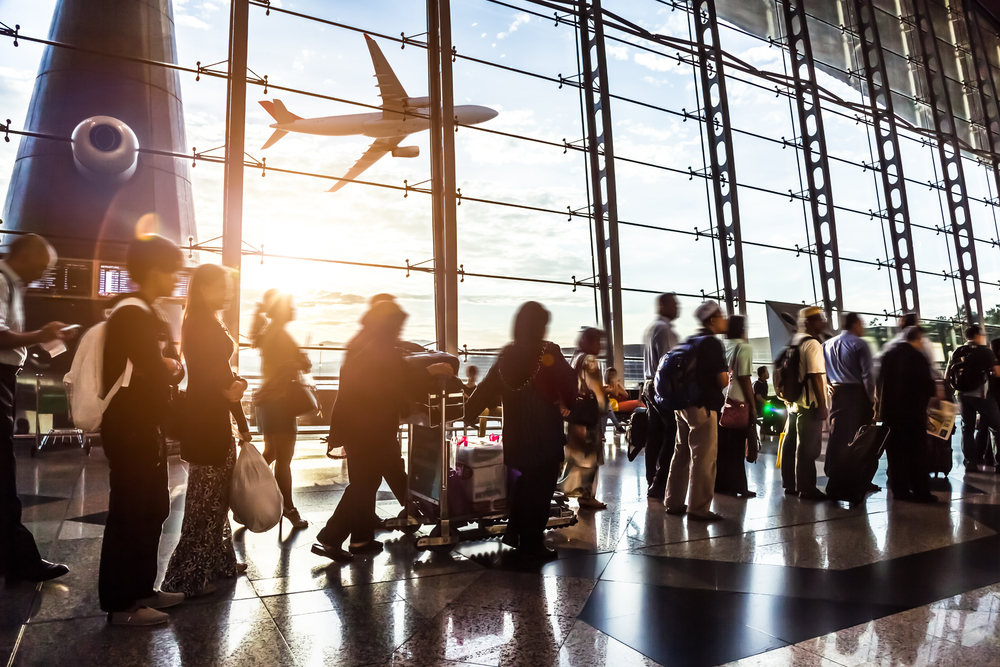 https: img.okezone.com content 2021 05 18 406 2411908 duh-penumpang-maskapai-india-tinggalkan-kotoran-sapi-di-bandara-t9qnyD3H8H.jpg