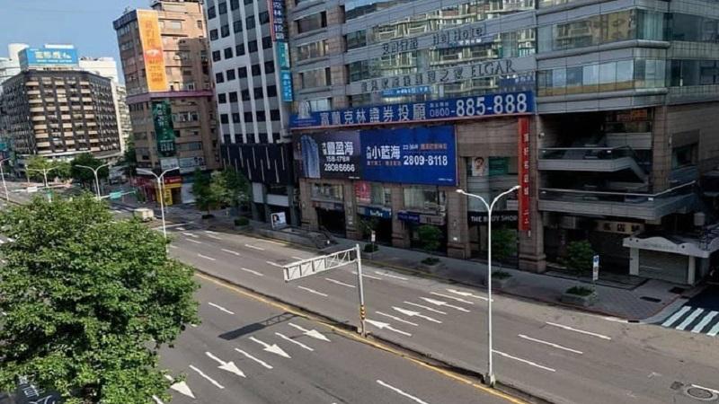 https: img.okezone.com content 2021 05 18 481 2411553 kasus-covid-19-meningkat-warga-taiwan-lockdown-sendiri-tanpa-perintah-pemerintah-kwyEiIslIt.jpg