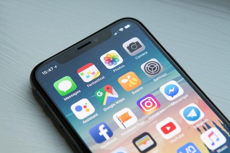 https: img.okezone.com content 2021 05 19 16 2412179 5-hal-penting-yang-mesti-dipertimbangkan-sebelum-beli-smartphone-h3rV45QJgS.jpg