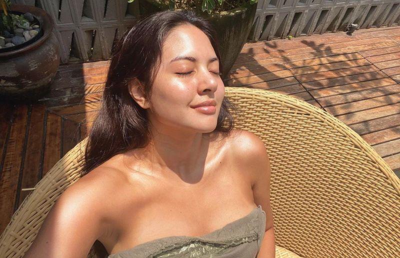 https: img.okezone.com content 2021 05 19 33 2412377 video-genit-aurelie-moeremans-bikin-mood-denny-sumargo-terombang-ambing-Iwk75KCWLP.jpg