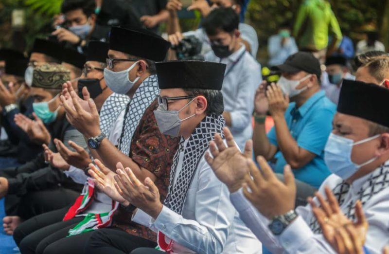 https: img.okezone.com content 2021 05 19 338 2412591 doakan-palestina-bima-arya-agresi-israel-tragedi-kemanusiaan-terbesar-sepanjang-sejarah-gSeGEYxe9n.jpg
