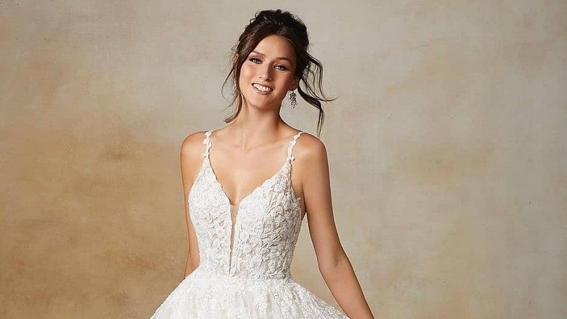 https: img.okezone.com content 2021 05 20 194 2412916 5-gaun-pengantin-modern-bikin-semua-mata-tertuju-padamu-d1qZxVrmIt.jpg