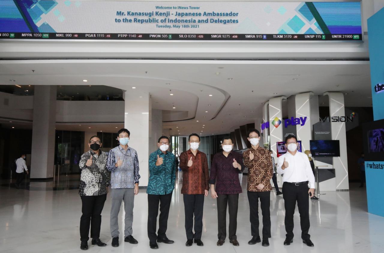 https: img.okezone.com content 2021 05 20 320 2412900 dubes-jepang-presdir-sumitomo-indonesia-kunjungi-mnc-center-jajaki-investasi-YJs78M3AEK.jpg