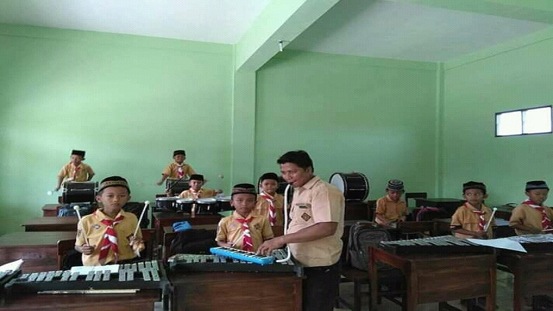 https: img.okezone.com content 2021 05 20 337 2412702 nur-khamid-guru-penyandang-disabilitas-dari-jepara-calon-komisioner-komisi-nasional-disabilitas-zybiTQf90t.jpg