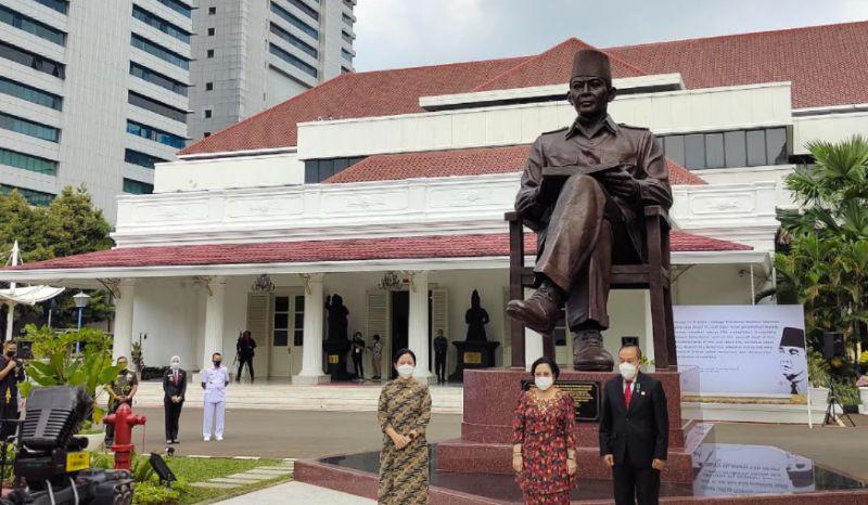https: img.okezone.com content 2021 05 20 337 2413091 gubernur-lemhanas-soekarno-representasi-jiwa-semangat-perjuangan-bangsa-indonesia-dB2tuubsQV.jpg