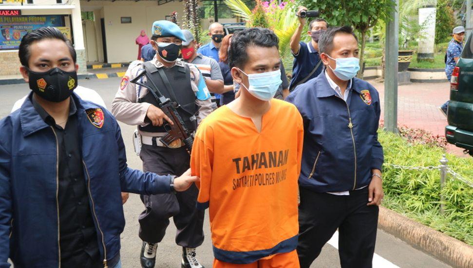 https: img.okezone.com content 2021 05 20 519 2412999 merampok-demi-mudik-pemuda-bangkalan-tusuk-ibu-hamil-27-kali-hingga-tewas-xSoXXI8ENj.jpg