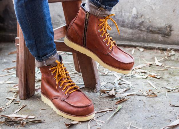 https: img.okezone.com content 2021 05 20 614 2412909 rasulullah-melarang-pakai-sepatu-sambil-berdiri-ini-alasannya-lgWF5LgEgc.jpg
