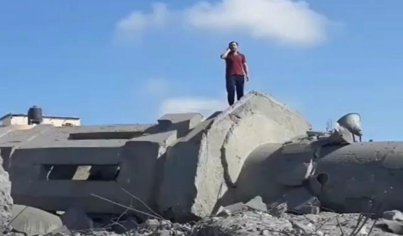 https: img.okezone.com content 2021 05 20 614 2413058 viral-pria-palestina-azan-di-atas-reruntuhan-masjid-yang-hancur-netizen-air-mataku-tak-terbendung-h2km5M36de.jpg