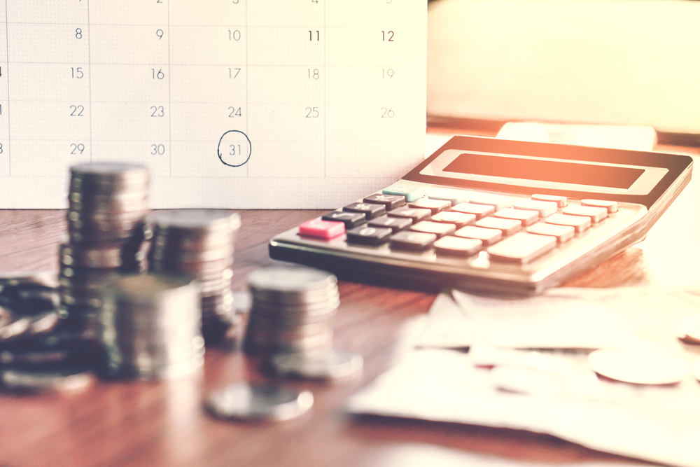 https: img.okezone.com content 2021 05 20 622 2412830 cara-sederhana-atur-keuangan-efektif-dan-tidak-rumit-6JXrOpX6kg.jpg