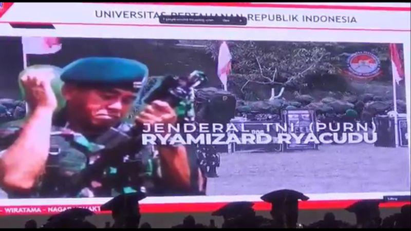 https: img.okezone.com content 2021 05 20 65 2413104 ryamizard-ryacudu-raih-gelar-doktor-honoris-causa-dari-unhan-ri-VgQIAA1oJ3.jpg