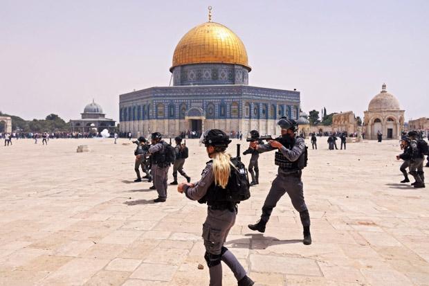 https: img.okezone.com content 2021 05 21 18 2413737 baru-gencatan-senjata-polisi-israel-kembali-serang-warga-palestina-di-masjid-al-aqsa-MN2CQbVGoV.jpeg