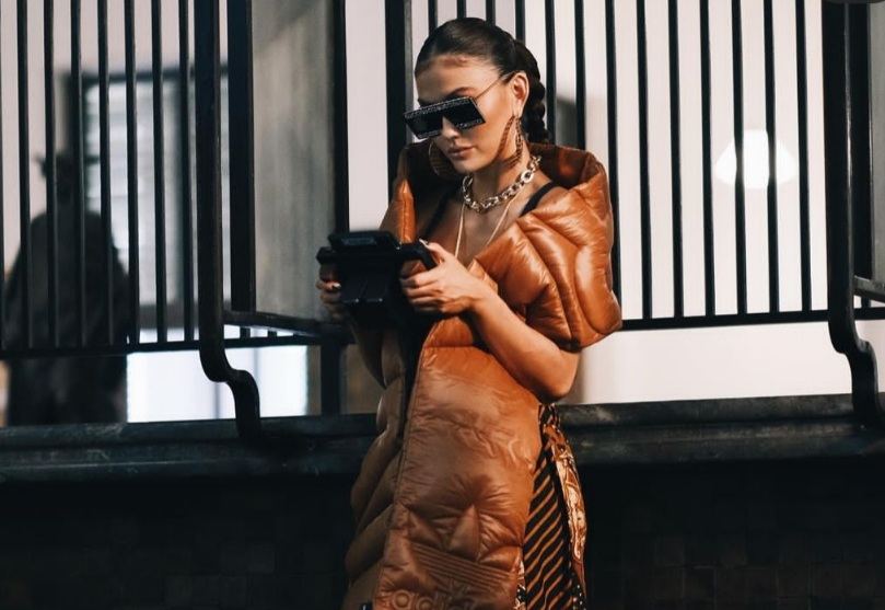 https: img.okezone.com content 2021 05 21 205 2413758 rilis-lagu-f-yo-love-song-agnez-mo-tampilkan-lambang-garuda-indonesia-b5vjy20zbn.jpg