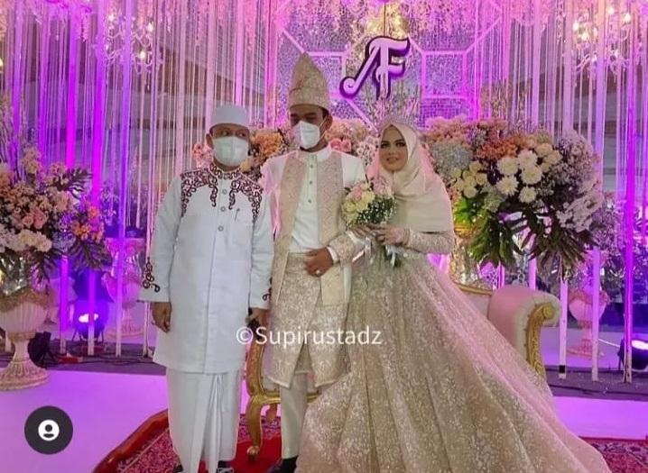 https: img.okezone.com content 2021 05 21 33 2413254 resepsi-pernikahan-ustadz-abdul-somad-terapkan-protokol-kesehatan-ketat-tjP7mxcse3.jpg