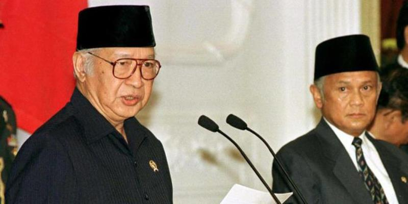 https: img.okezone.com content 2021 05 21 337 2413295 pidato-terakhir-presiden-soeharto-21-mei-1998-NcHI49rZpx.jpg