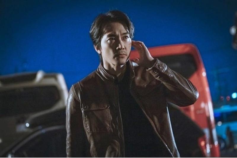 https: img.okezone.com content 2021 05 22 206 2413883 song-seung-heon-gahar-di-foto-voice-4-tim-produksi-puji-totalitas-sang-aktor-TFEquixxWZ.jpg