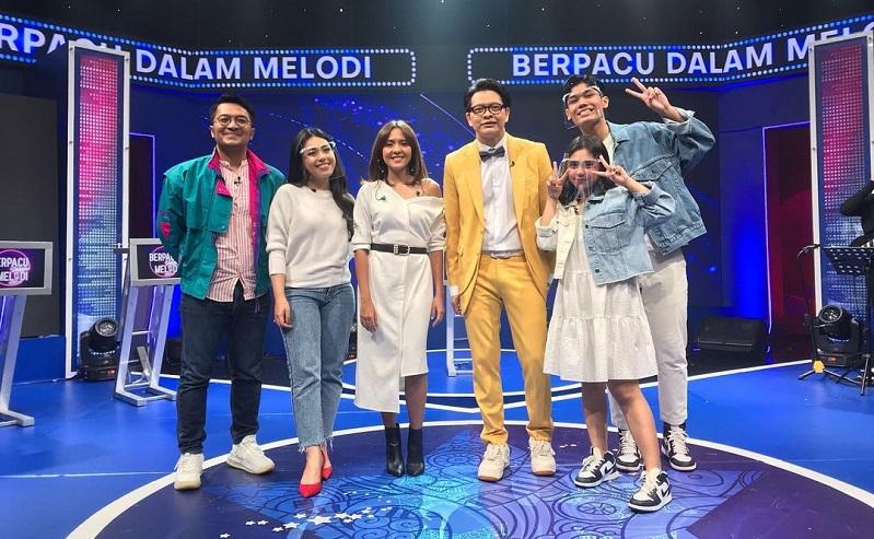 https: img.okezone.com content 2021 05 22 598 2414043 duel-jebolan-indonesian-idol-junior-dan-senior-di-berpacu-dalam-melodi-malam-ini-pukul-21-00-wib-vIRYbN2gSW.jpeg