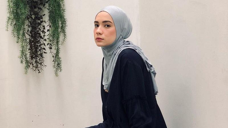 https: img.okezone.com content 2021 05 22 617 2414078 5-ootd-hijab-putri-anne-inspirasi-hijabers-tampil-simpel-dan-kece-ge8NkdOlLx.jpg