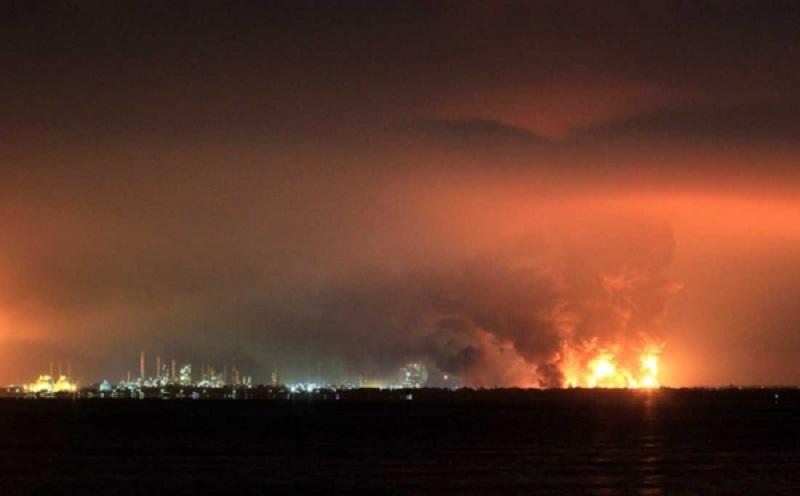https: img.okezone.com content 2021 05 23 320 2414172 objek-vital-nasional-jalan-dekat-kilang-balongan-perlu-ditutup-pasca-kebakaran-5wdLFdWMCp.jpg