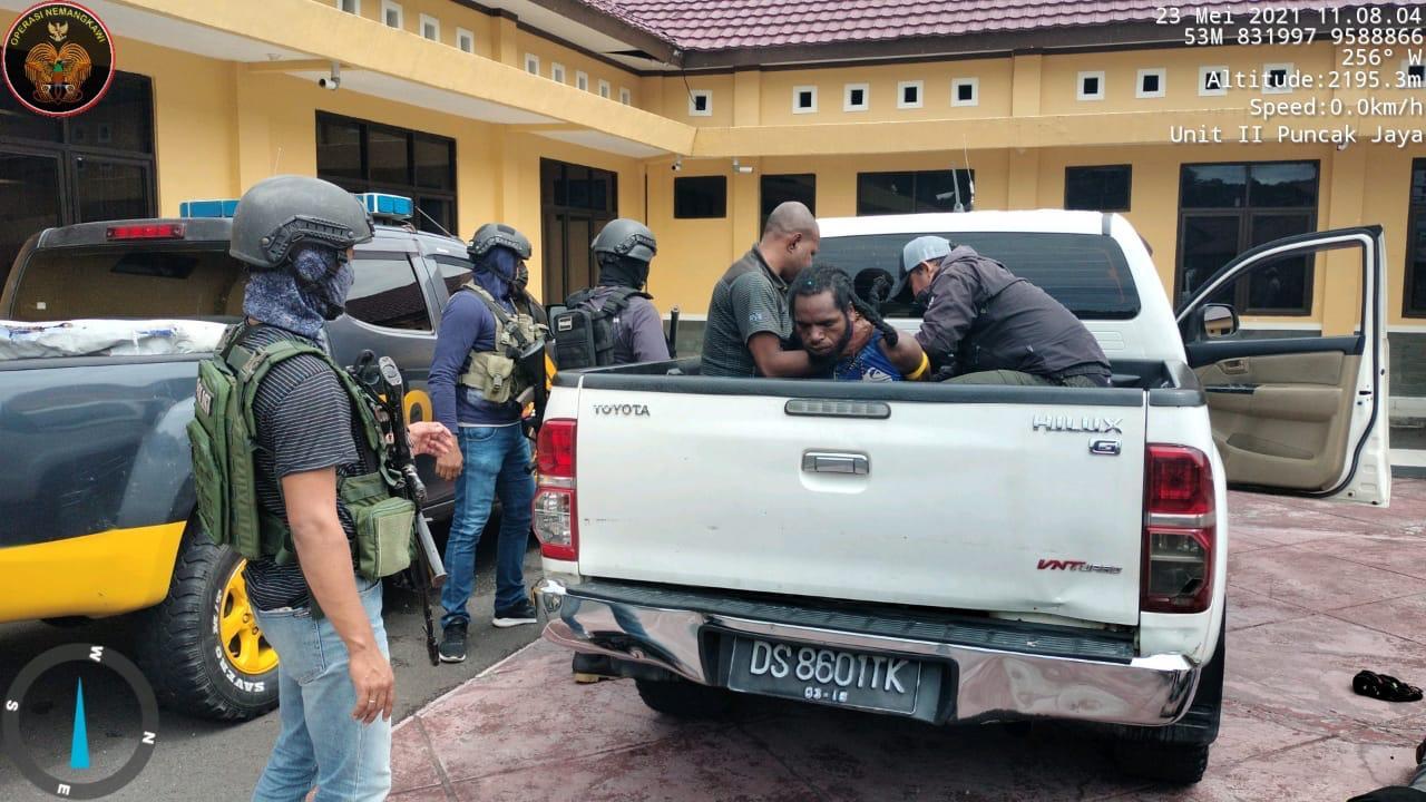 https: img.okezone.com content 2021 05 23 337 2414401 ini-peran-lw-teroris-kkb-kelompok-terinus-enumbi-yang-ditangkap-satgas-nemangkawi-DNGe98bfl4.jpg