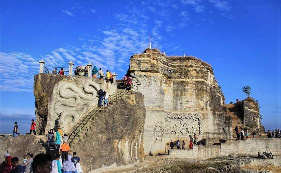 https: img.okezone.com content 2021 05 23 408 2414252 pesona-tebing-breksi-spot-wisata-eksotis-dan-instagramable-di-yogyakarta-4NsF3dNuPs.jpg