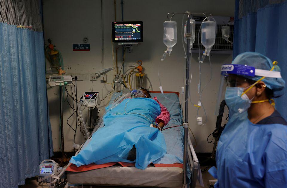https: img.okezone.com content 2021 05 24 18 2414683 kekalutan-terjadi-akibat-ribuan-kasus-jamur-hitam-yang-sebabkan-cacat-pasien-covid-19-stok-obat-menipis-YySzOJ8swO.jpg