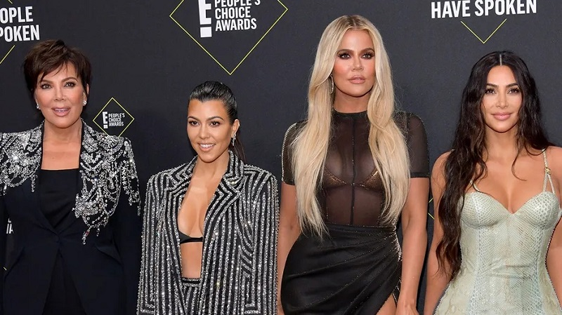 https: img.okezone.com content 2021 05 24 194 2414729 kardashian-kloset-buka-gerai-pertama-di-las-vegas-VhtgCyfAAF.jpg