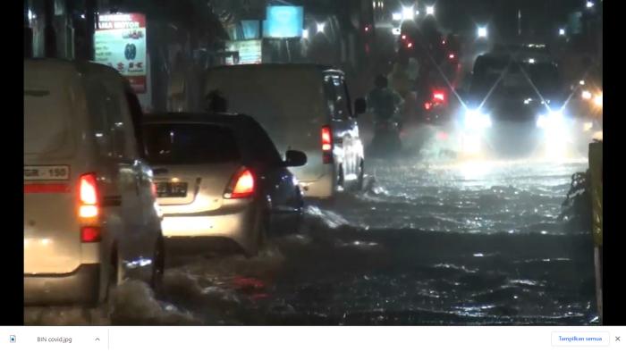 https: img.okezone.com content 2021 05 24 338 2414914 diguyur-hujan-jalan-ceger-raya-tangsel-banjir-hingga-40-cm-OmkCnMv60c.png