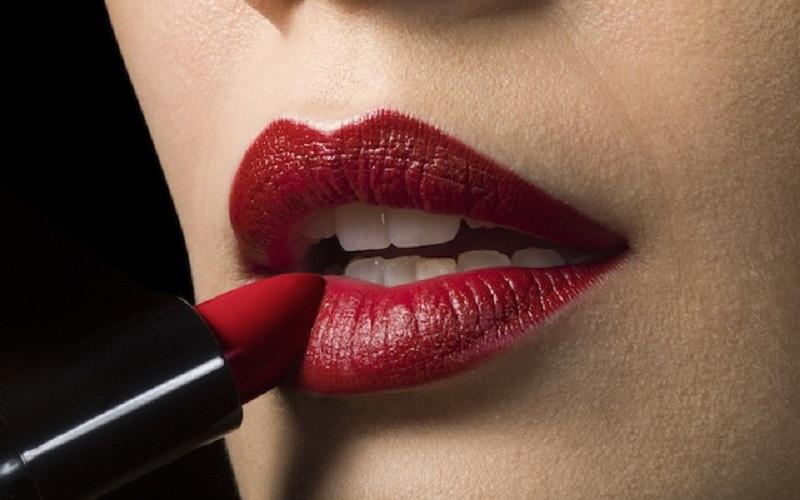 https: img.okezone.com content 2021 05 24 611 2414645 beautypedia-cara-baru-aplikasikan-lipstik-dengan-benar-ji5yA2vG40.jpg