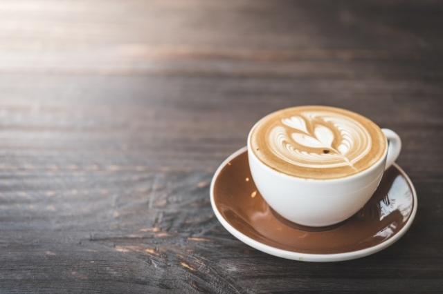 https: img.okezone.com content 2021 05 25 481 2415506 kapan-waktu-terbaik-minum-kopi-sebagai-penyemangat-bekerja-pagi-atau-sore-hari-QHkkyfYnLP.jpg