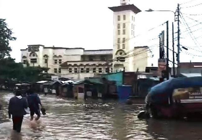 https: img.okezone.com content 2021 05 25 525 2415186 jalur-baleendah-dayeuhkolot-bandung-terendam-banjir-kendaraan-tak-dapat-melintas-yXSsisXnzt.jpg