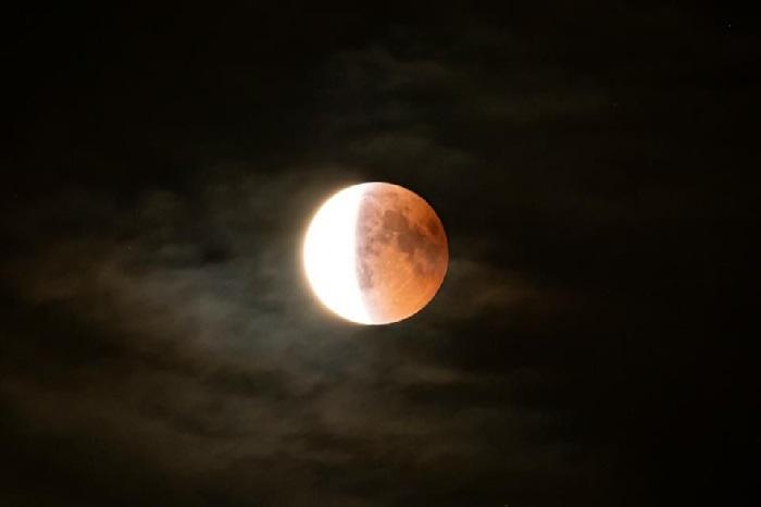 https: img.okezone.com content 2021 05 26 16 2415756 mengenal-super-blood-moon-jenis-gerhana-bulan-yang-berlangsung-malam-ini-KQizJFSjrY.jpg