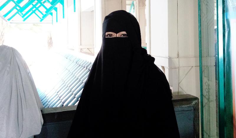 https: img.okezone.com content 2021 05 26 33 2415685 sahabat-kritik-aksi-umi-pipik-bongkar-poligami-mendiang-uje-QGIKfijPUH.jpg