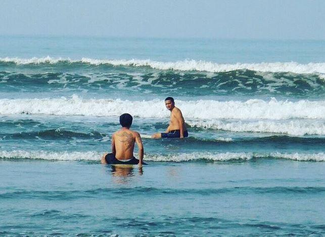 https: img.okezone.com content 2021 05 26 406 2415727 pantai-air-manis-sedot-1-500-wisatawan-per-hari-sejak-dibuka-pasca-lebaran-Qxz78m4IEb.jpg