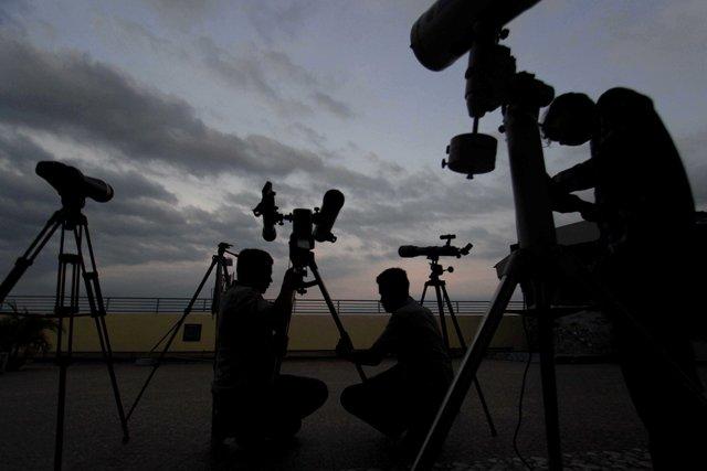 https: img.okezone.com content 2021 05 26 408 2415830 spot-spot-terbaik-saksikan-gerhana-bulan-total-malam-ini-dDyTpnEpDC.jpg