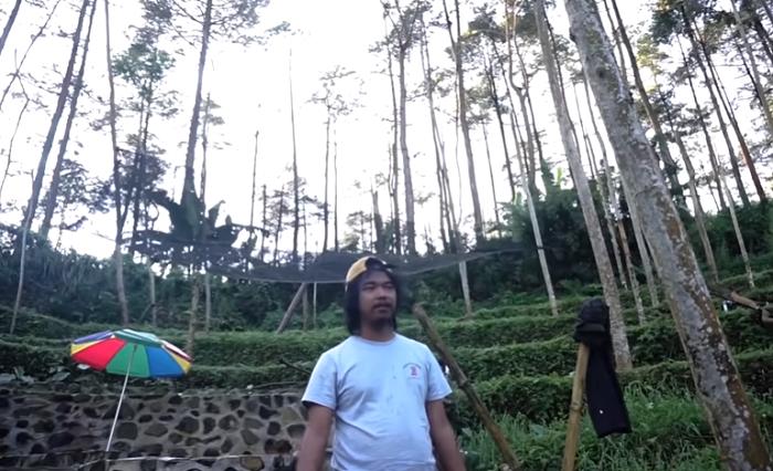 https: img.okezone.com content 2021 05 26 470 2415761 intip-rumah-dodit-mulyanto-6-000-meter-di-tengah-hutan-punya-mata-air-pengunungan-sendiri-XYyKyLz5Vj.png